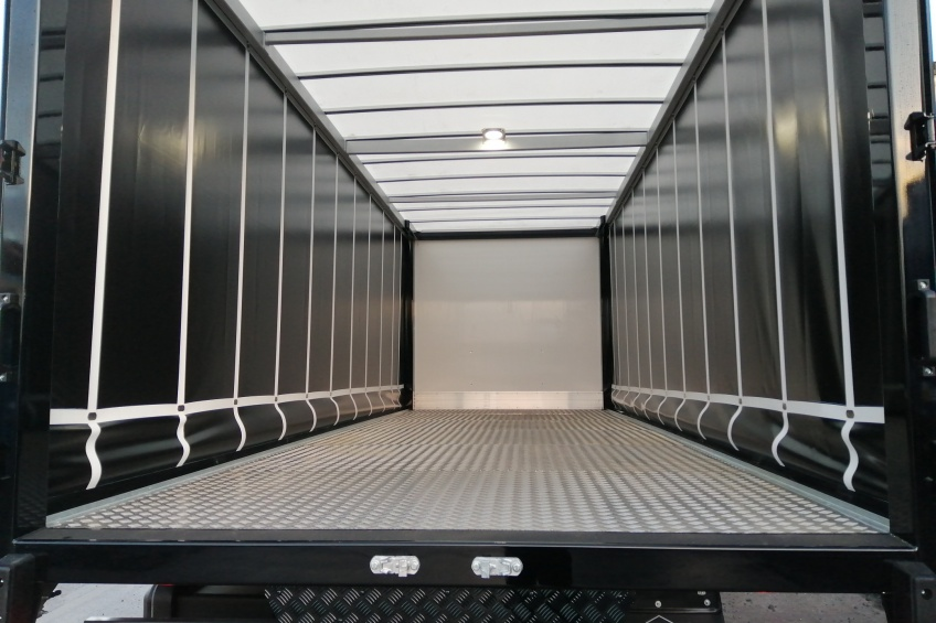 curtain side body, alluminium floor overlay, choc rail, daf