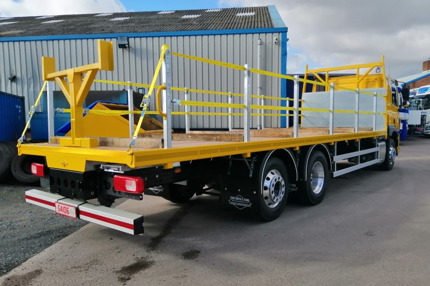 platform body, daf, hardwood, steel carrier, rear gantry, hardwood baton, paint, tool box