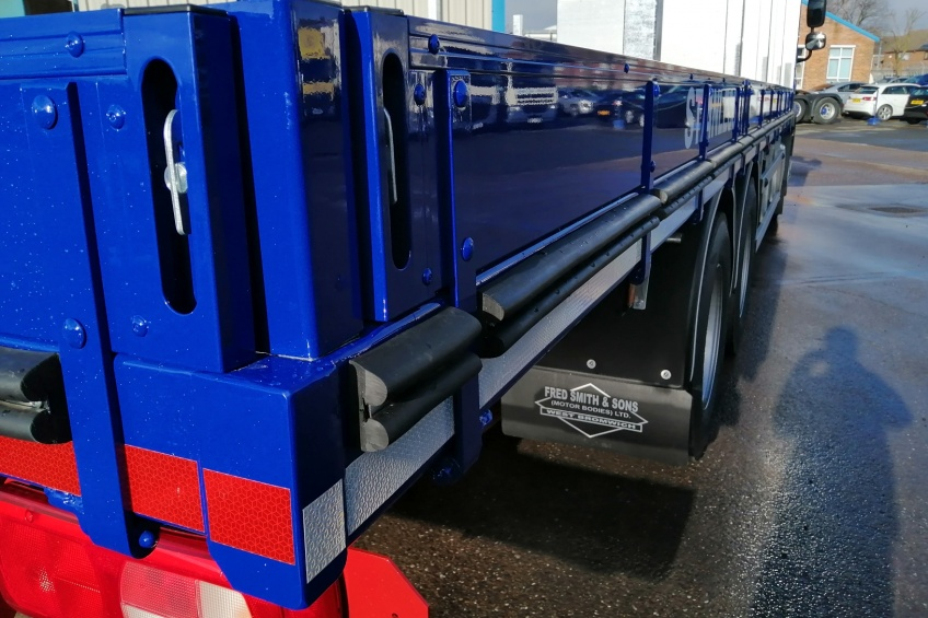 aluminium dropside, steel carrier, paint, daf, rub rail, hardwood batons, small drop sides,