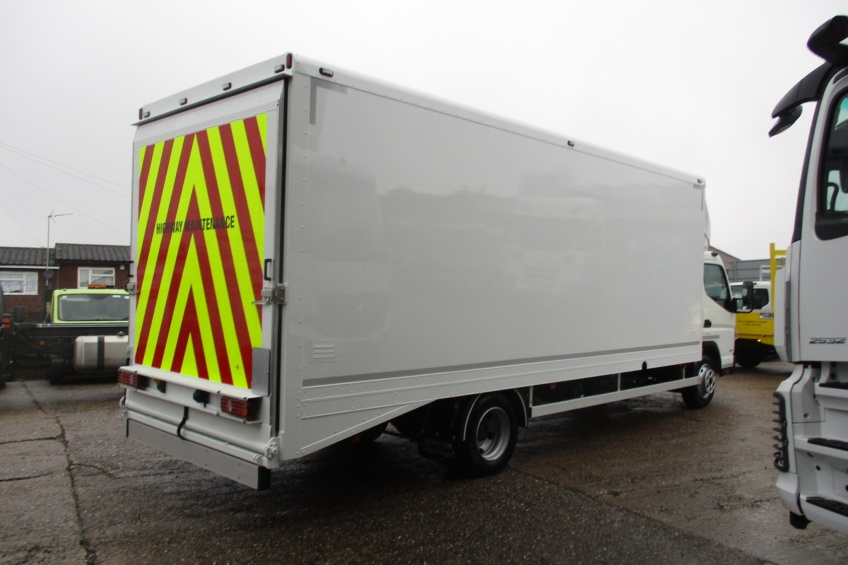 beaver tail, Beaver tail box body, ramp, roller shutter, paint, chapter 8, Fuso, Canter